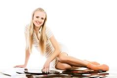 Mujer de la música sobre el fondo blanco Imagen de archivo libre de regalías