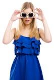 Mujer de la manera con las gafas de sol Fotografía de archivo