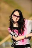 Mujer de la manera con las gafas de sol en verano Fotos de archivo