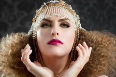 Mujer de la manera de la peluquería y del maquillaje Foto de archivo libre de regalías