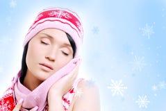 Mujer de la manera de la sensualidad en invierno rojo Imagen de archivo libre de regalías