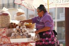 Mujer de la manzana Fotografía de archivo libre de regalías
