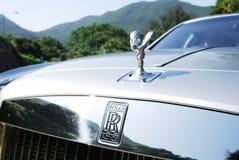 Mujer de la marca de Rolls Royce imagenes de archivo