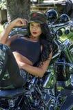Mujer de la motocicleta imágenes de archivo libres de regalías