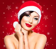 Mujer de la Navidad en el sombrero de santa fotografía de archivo