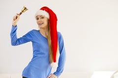Mujer de la Navidad que sostiene la campana Foto de archivo
