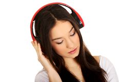 Mujer de la roca con los auriculares que escucha la música Fotografía de archivo libre de regalías