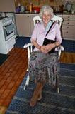 Mujer de la silla de oscilación Foto de archivo libre de regalías