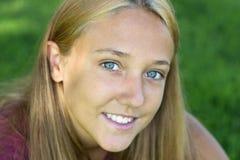 Mujer de la sonrisa Imagen de archivo libre de regalías