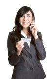 Mujer de la tarjeta de crédito del teléfono Foto de archivo libre de regalías