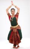 Mujer de la tradición que hace danza tradicional Imagenes de archivo