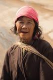 Mujer de la tribu de Akha Imagenes de archivo