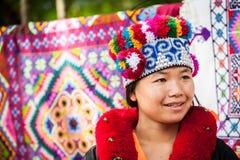 Mujer de la tribu de Yao en ropa tradicional tailandia Foto de archivo