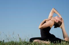 Mujer de la yoga. Foto de archivo libre de regalías