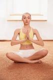 Mujer de la yoga Señora joven Practicing Morning Meditation fotos de archivo libres de regalías