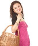 Mujer de las compras con la cesta de mimbre Fotos de archivo libres de regalías