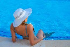 Mujer de las vacaciones o del día de fiesta de verano Fotos de archivo libres de regalías