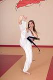 Mujer de los artes marciales Imágenes de archivo libres de regalías