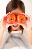 Mujer de los tomates Foto de archivo libre de regalías