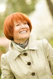 Mujer de mediana edad al aire libre Imagen de archivo