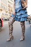 Mujer de moda en la semana de la moda del ` s de Milan Men Fotografía de archivo