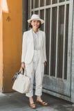 Mujer de moda en la semana de la moda del ` s de Milan Men Imagen de archivo libre de regalías