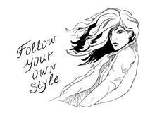 Mujer de moda hermosa activa fuerte de la muchacha con el vuelo del pelo en el viento en capa de la primavera ilustración del vector