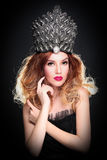 Mujer de moda que lleva el pedazo principal de gama alta Fotos de archivo libres de regalías
