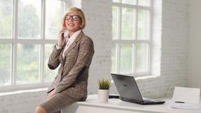 Mujer de negocios acertada metrajes