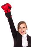 Mujer de negocios acertada que celebra con un brazo en wearin del aire Imagen de archivo