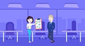 Mujer de negocios acertada que muestra al hombre de negocios Boss Done Checklist libre illustration