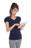 Mujer de negocios aislada en el estilo de la marina de guerra que sostiene una tableta. Imagenes de archivo