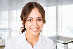 Mujer de negocios amistosa agradable Fotografía de archivo libre de regalías