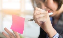 Mujer de negocios asiática imagen de archivo libre de regalías