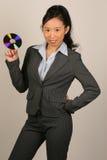Mujer de negocios asiática con CD Imagen de archivo libre de regalías