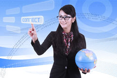 Mujer de negocios asiática con el fondo del código binario Foto de archivo