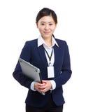 Mujer de negocios asiática con el ordenador portátil Imágenes de archivo libres de regalías