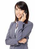 Mujer de negocios asiática con llamada de teléfono Imagenes de archivo