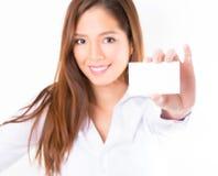 Mujer de negocios asiática en el fondo blanco con el espacio de la copia foto de archivo