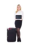 Mujer de negocios atractiva con la maleta, el pasaporte, el boleto y el la Fotos de archivo