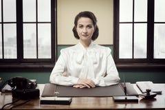 Mujer de negocios atractiva del vintage Imágenes de archivo libres de regalías