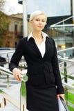 Mujer de negocios atractiva joven fotos de archivo