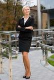 Mujer de negocios atractiva joven imagenes de archivo