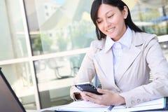 Mujer de negocios bastante asiática de los jóvenes Imagen de archivo