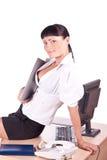Mujer de negocios bastante caucásica en el escritorio de oficina fotos de archivo libres de regalías