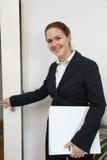 Mujer de negocios cómoda joven Fotografía de archivo