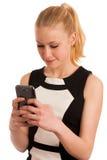 Mujer de negocios caucásica joven hermosa con communi del smartphone Imagen de archivo
