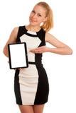 Mujer de negocios caucásica joven hermosa con el funcionamiento del pelo rubio Foto de archivo