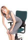 Mujer de negocios con dolor de espalda después del trabajo largo sobre la silla aislada fotografía de archivo