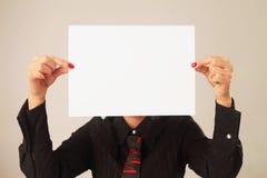 Mujer de negocios con el tablero en blanco blanco (espacio para el texto) Fotografía de archivo